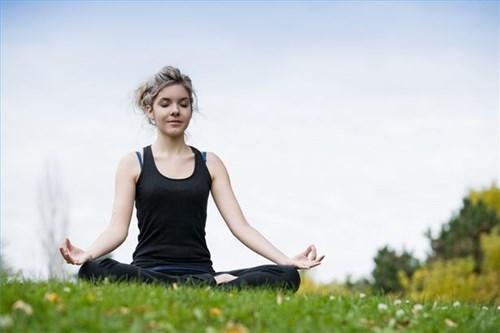 Phương pháp thiền giúp bản thân giảm các triệu chứng run tay chân