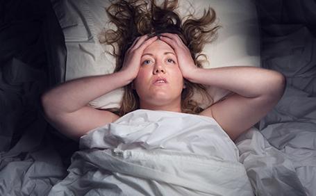 Mất ngủ do ù tai, ve kêu trong tai gây nhiều vấn đề về sức khỏe